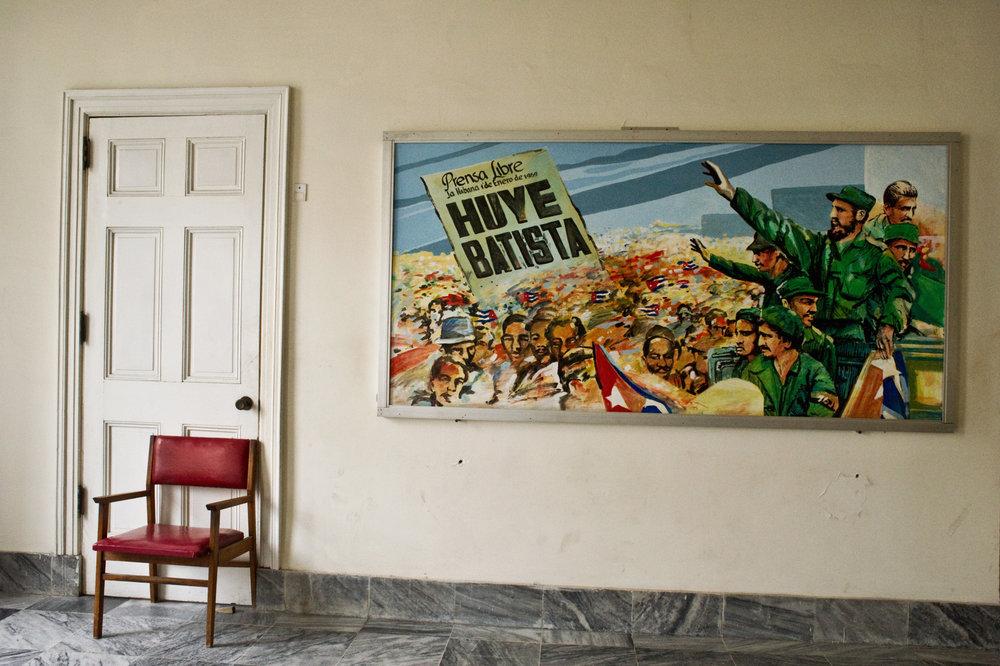 wojtek-jakubiec-photographer-montreal-cuba-havana-street-documentary-chair-poster-castro-cuba-.jpg