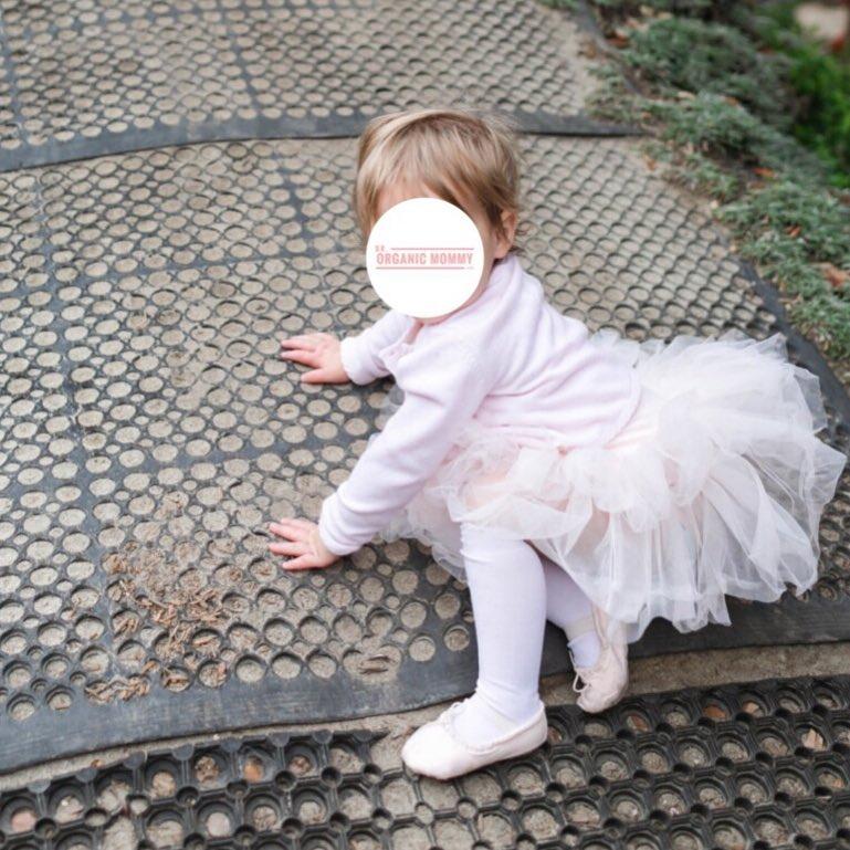 dr organic mommy crawling