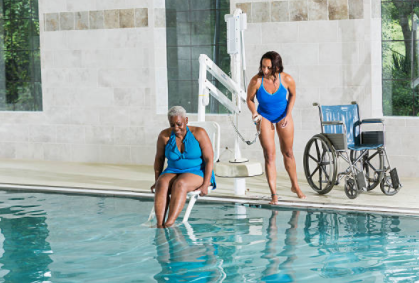 pool lift lowering into water.PNG