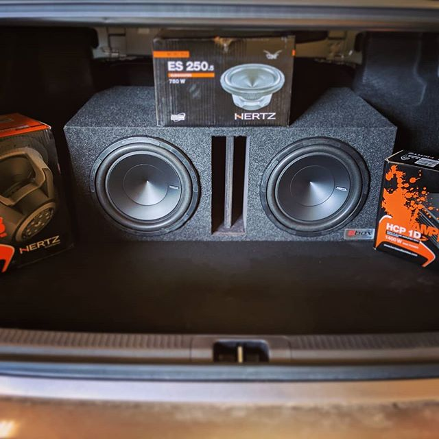 Quick shout it to @hertz_audio_official  for supplying some amazing products and making this new Camry sound so much better.  #streamlineaudio #hertzaudio #hertz_audio_official #camry