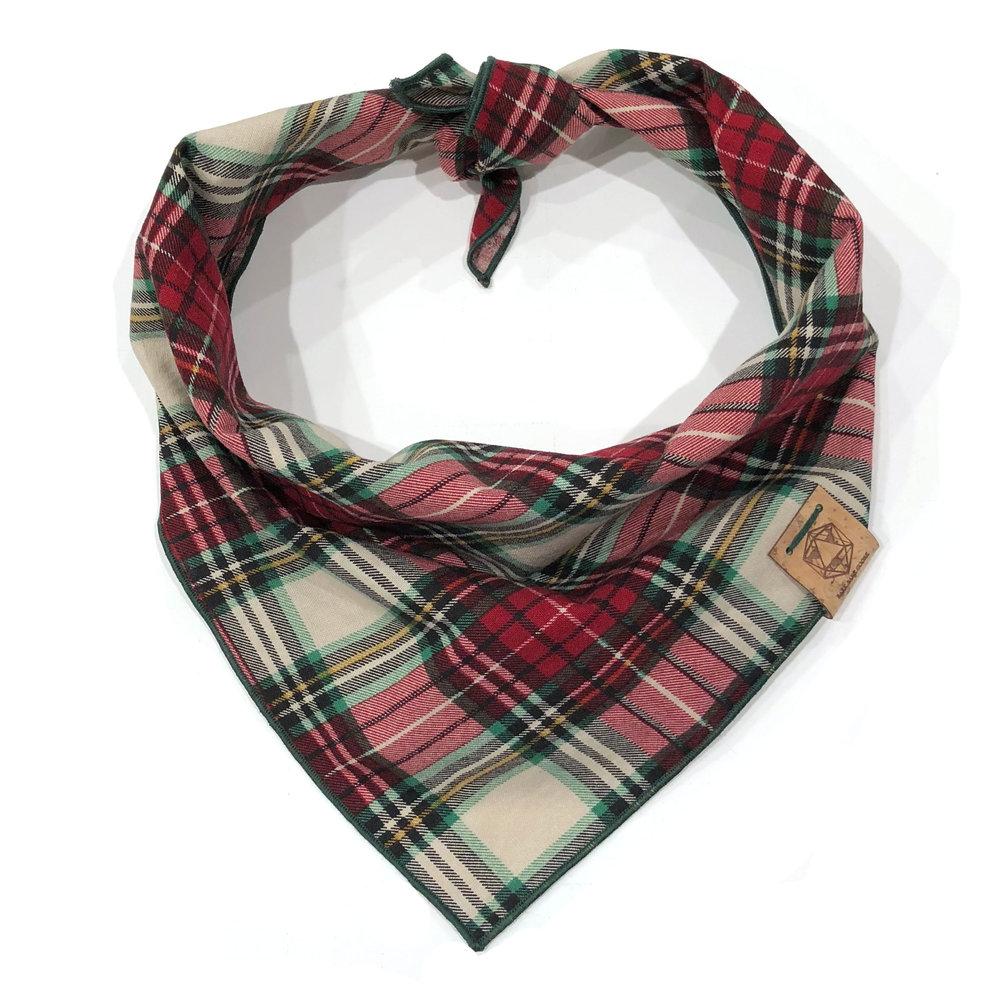 winter-wonderland-christmas-red-white-green-plaid-dog-bandana.jpg
