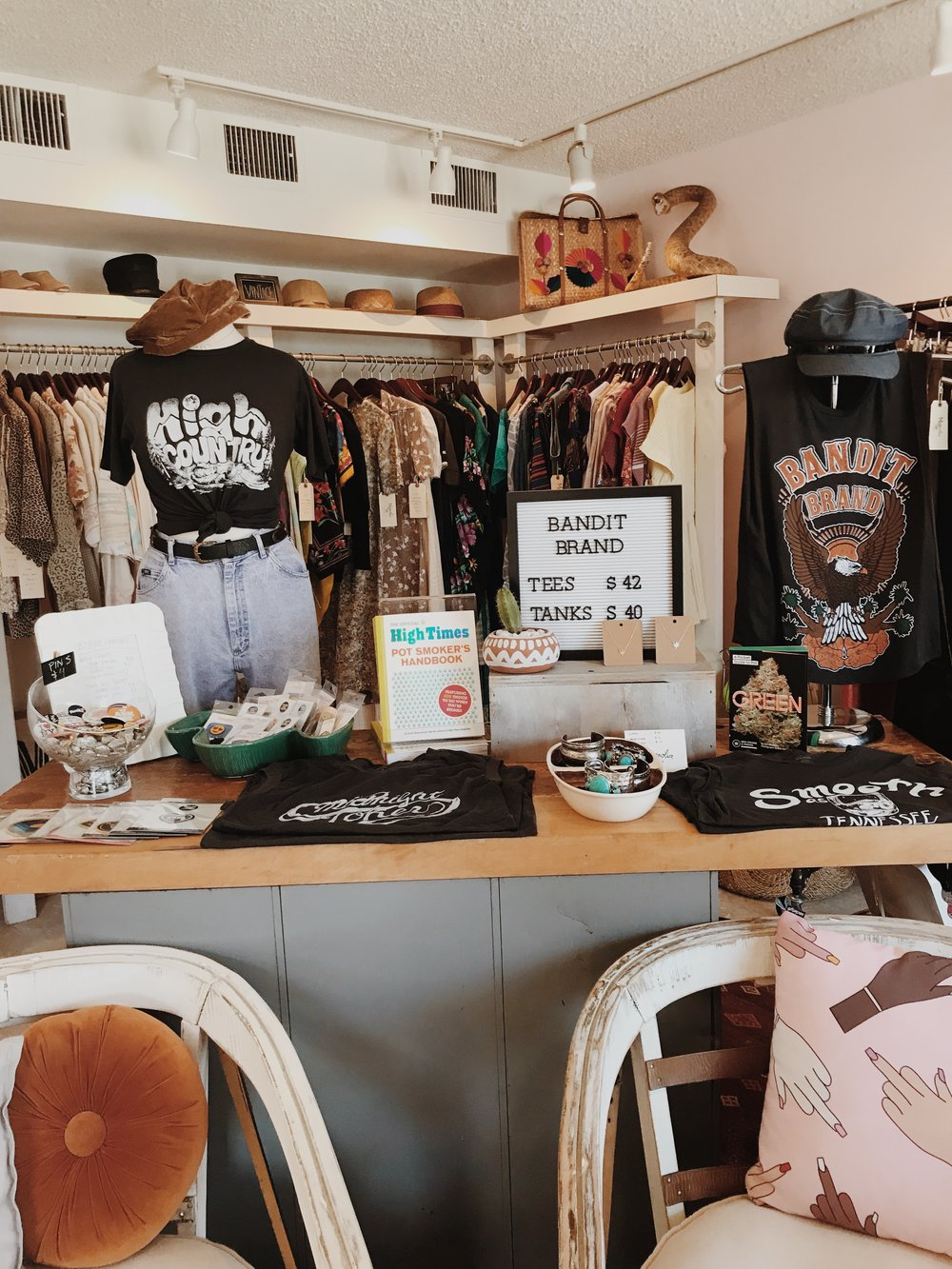 Shopping: Magnolia Supply - Magnolia Supply really is every girl's dream. Their sweet new pieces and their carefully curated vintage pieces allow everyone to find something that suits them. Everything screams