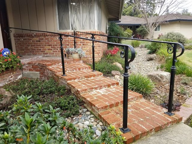 Beautiful black railing that gives some beautiful depth to the front of this home. Once again, we have a customer that finds beauty in simplicity. What do you think of this handrail? ˙ #Sacramentohomes #irirshiron #realestatesacramento #realestatefolsom #realestateroseville #realestaterocklin #ironwork #weldingiscool #handrail #simplicityiskey