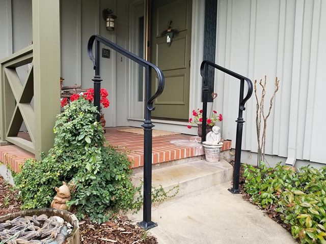 Short and simple handrail for this customer. Just enough to get them up the stairs, keep everyone safe, but allow onlookers to see the beauty of the landscaping and not be too focused on our this awesome railing;) Quick job, quick install and a happy customer! ˙ ˙ ˙ #ironworking #sacramentohomeowners #blacksmithing #ironhandrails #Irishiron #sacramento