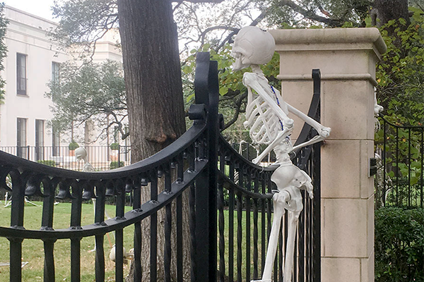 Skeleton on Gate.png