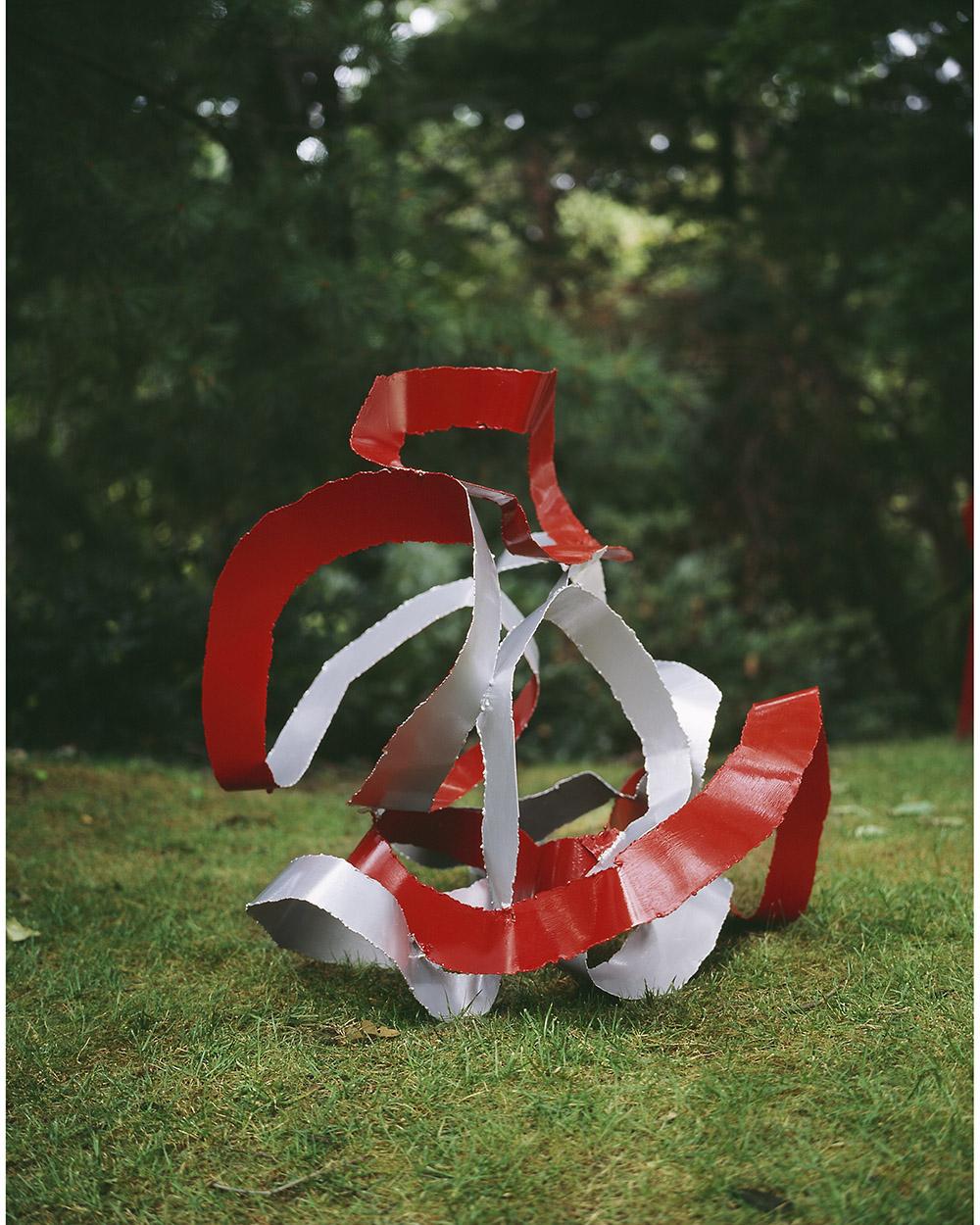 2.a-Ono-Cavorting-2006.-Mild-steel-91.4-x-81.3-x-81.3-cm-x.jpg