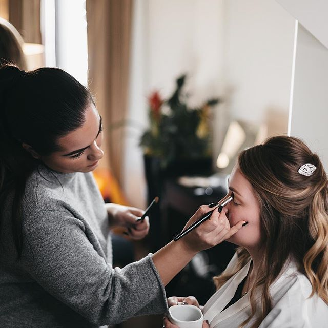There's something very relaxing about bridal prep during a wedding. One of my favourites parts of the day when I can sit and just look around for great photo opportunities, taking a chance to be creative and discrete which is what I love the most.