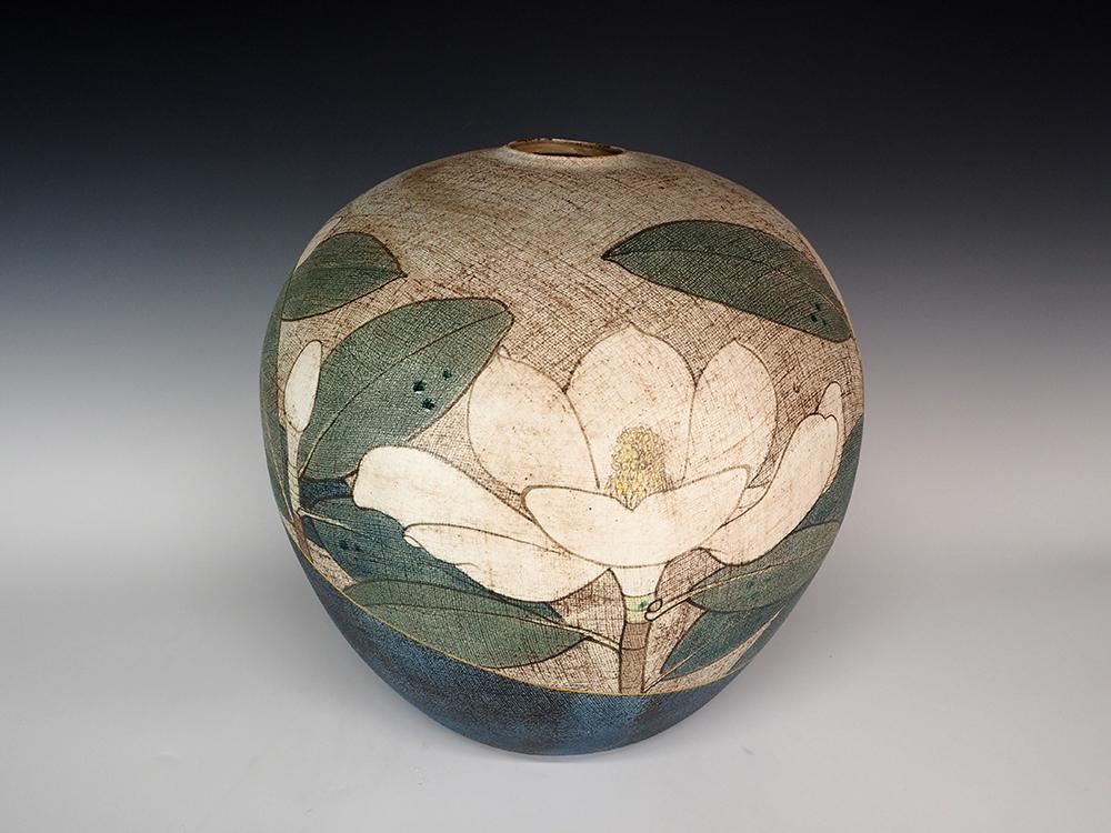 ITO Motohiko Magnolia Jar1.jpg