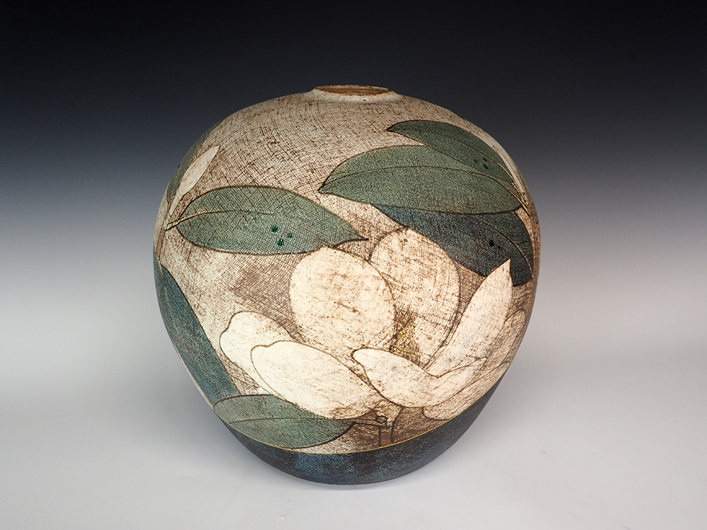 ITO Motohiko Magnolia Jar3.jpg