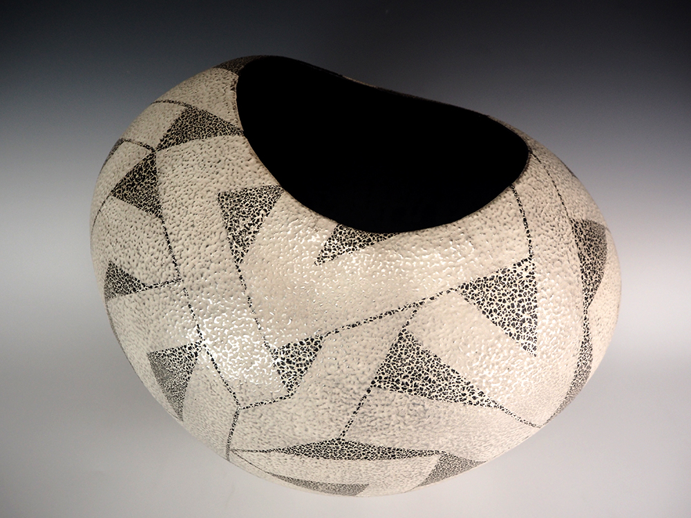 IINUMA Koichi Silver Vase3.jpg
