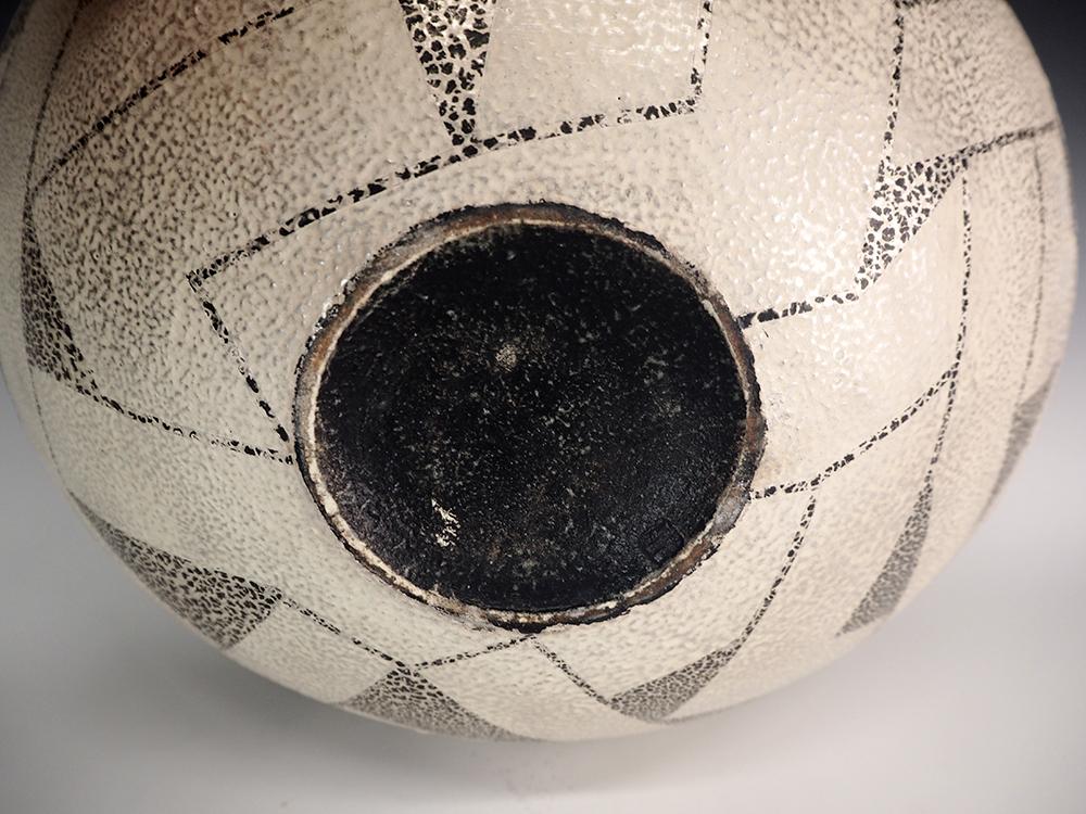 IINUMA Koichi Silver Vase5.jpg