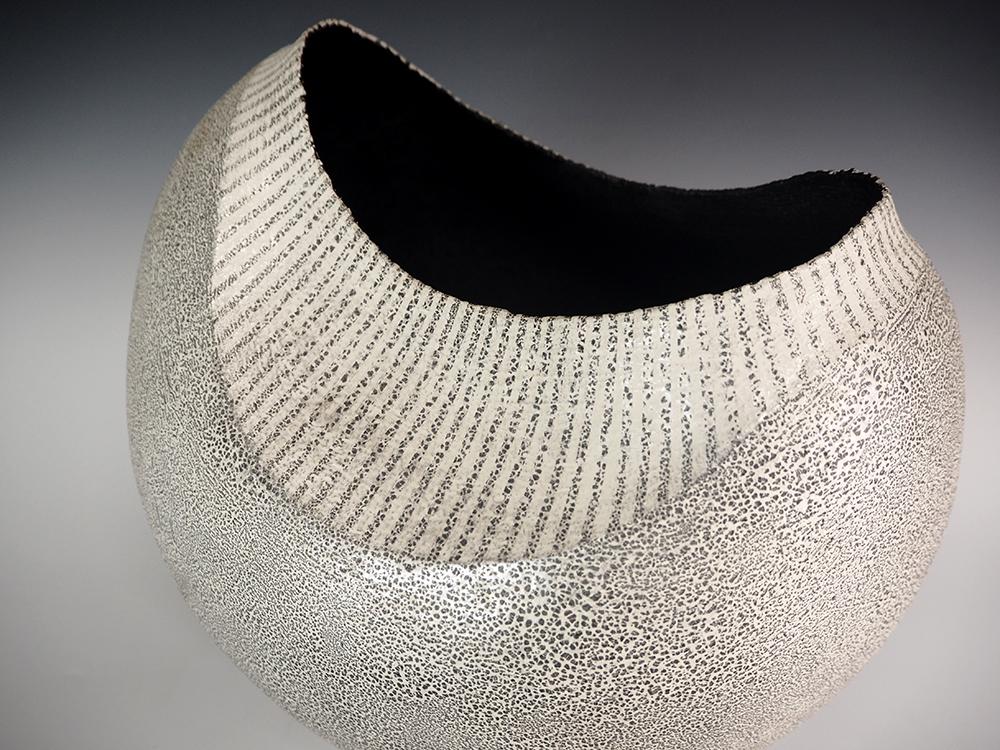 IINUMA Koichi Silver Vase Stripes3.jpg