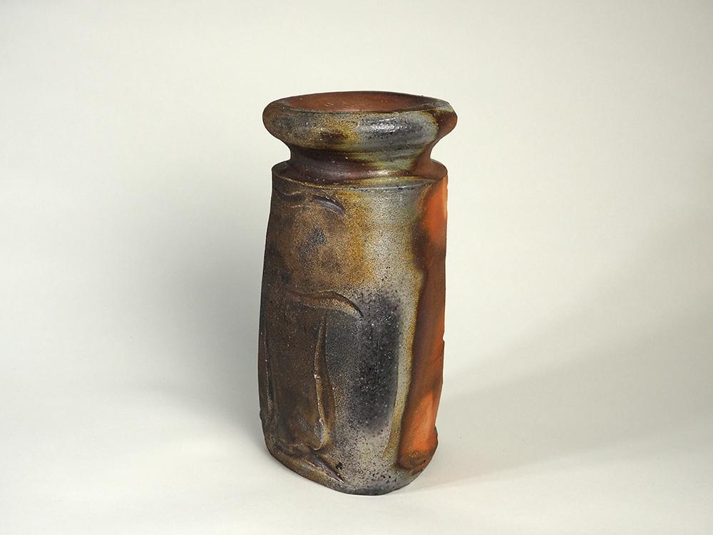 ISEZAKI Jun Triangle Vase2.jpg