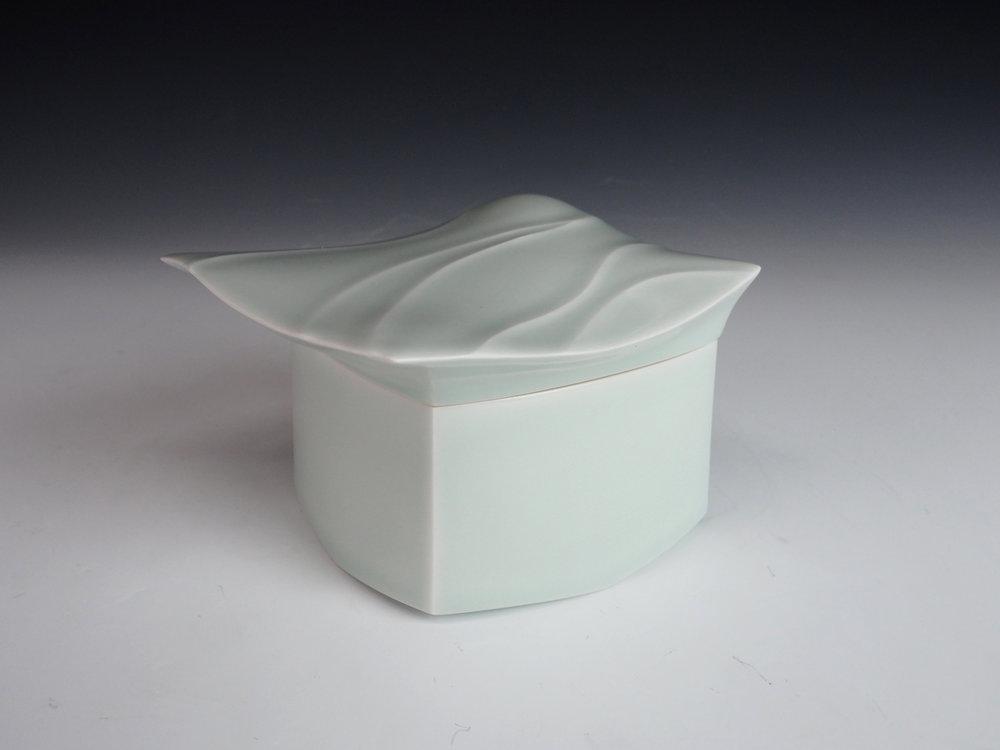 "FUKAMI Sueharu | Celadon Box with Lid ""Kai-kei"""