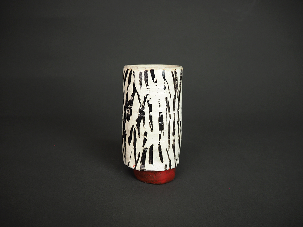 KIM Hono Black and White Cup Red Foot 1.jpg