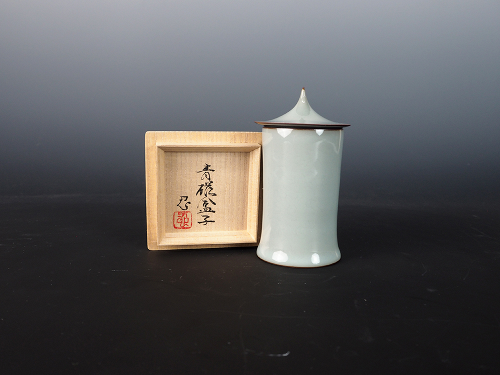KAWASE Shinobu Celadon Cylinder with Lid-2.jpg