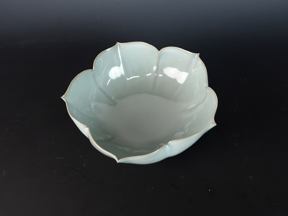 KAWASE Shinobu Celadon Lobed Bowl-5.jpg