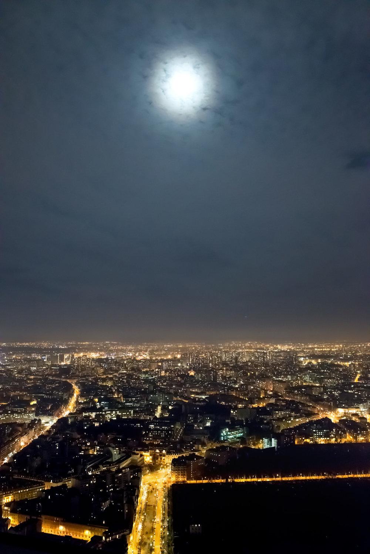 Paris by night Tour Montparnasse Eiffeltårnet (4).jpg