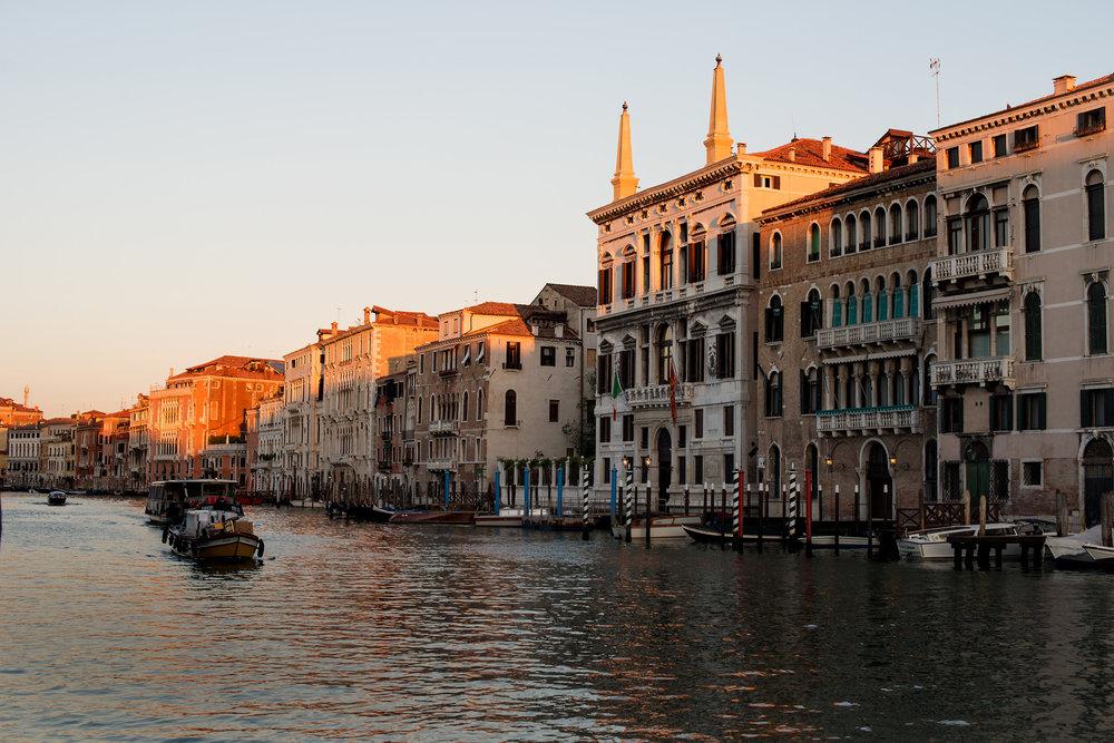tidlig morgen i Venezias gater og kanaler (3).jpg