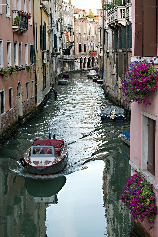 tidlig morgen i Venezias gater og kanaler (1).jpg