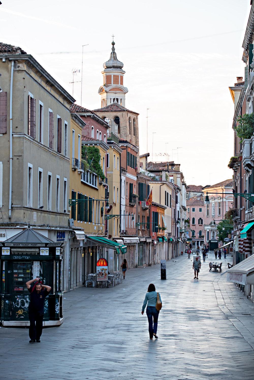 tidlig morgen i Venezias gater og kanaler (2).jpg