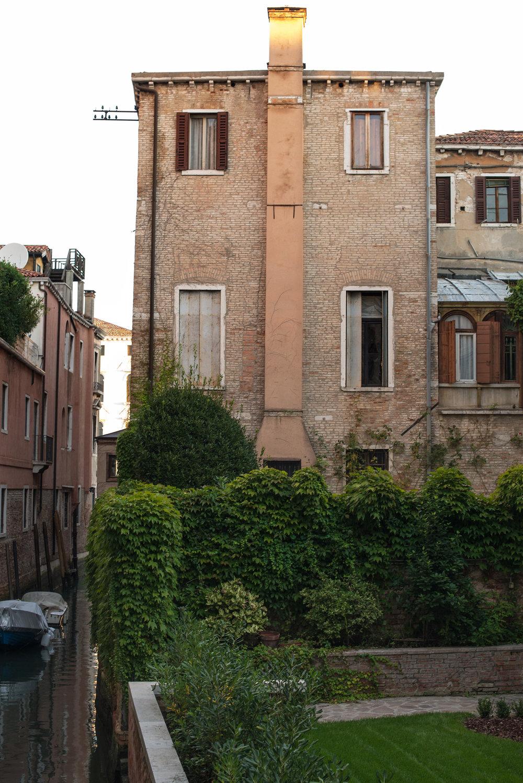 tidlig morgen i Venezias gater og kanaler (4).jpg