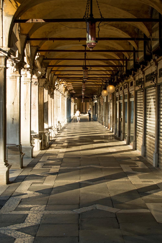 tidlig morgen i Venezias gater og kanaler (17).jpg