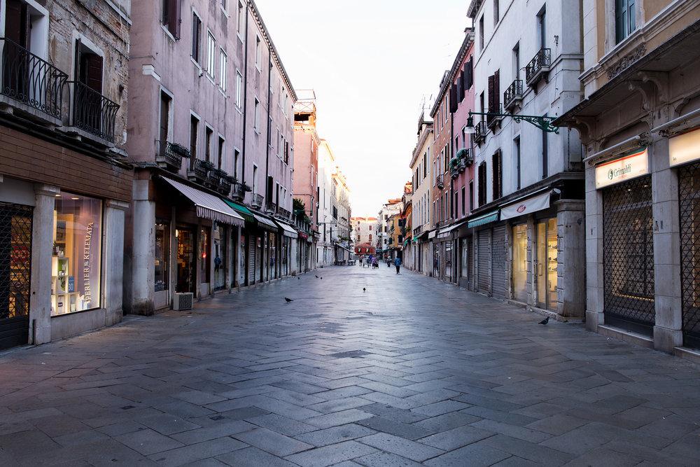 tidlig morgen i Venezias gater og kanaler (9).jpg