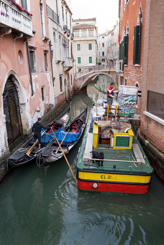 tidlig morgen i Venezias gater og kanaler (10).jpg