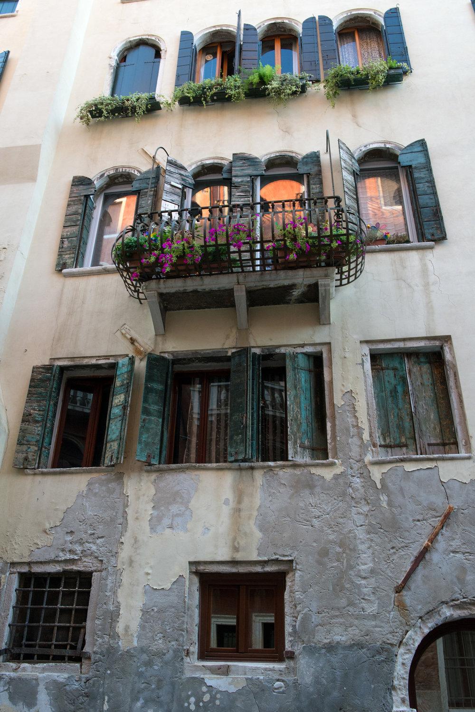 tidlig morgen i Venezias gater og kanaler (14).jpg