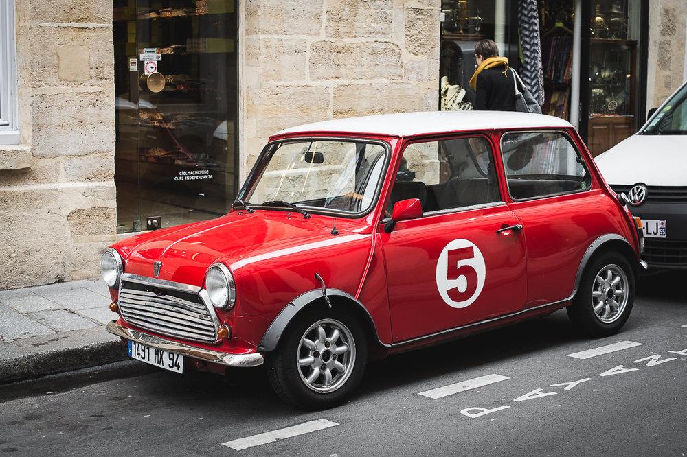 Biler i byer! Jeg er stadig på speiding etter søte fine biler... eller gamle biler. Den her likte jeg....