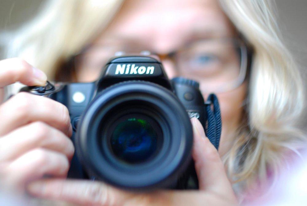 selvportrett med kamera.jpg