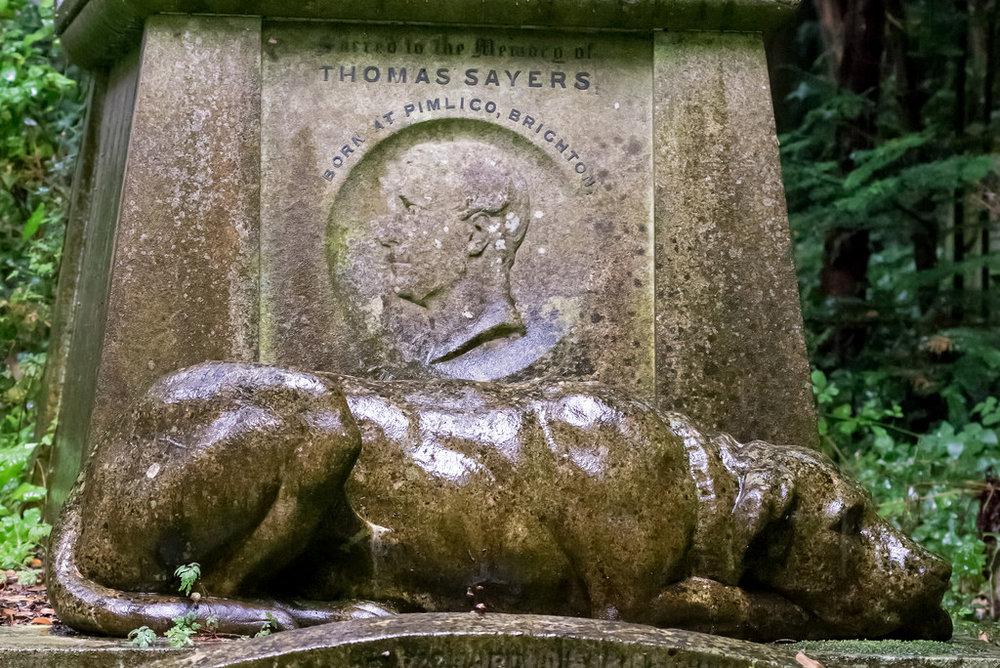 Thomas Sayers var en veldig berømt bare knuckle fighter i Viktoriatidens England. Han gikk en kamp på over 40 runder og etter det sloss han ikke mer. Fansen samlet inn penger til han sånn at han kunne ha noe å leve av.