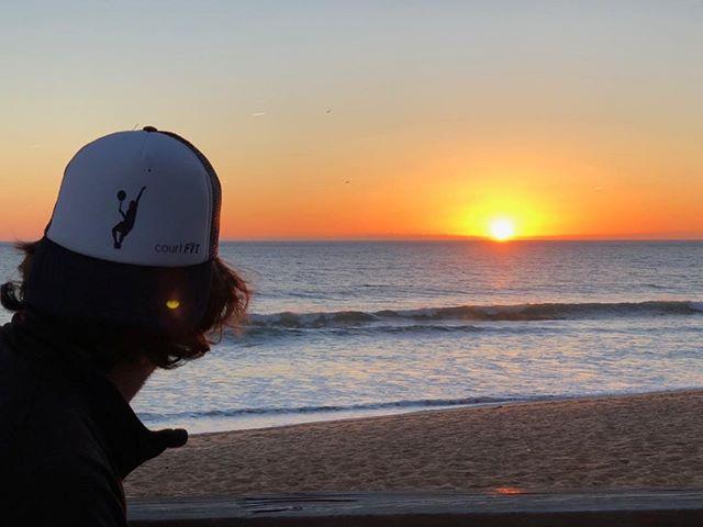 Sunset! @jelstons @indgejack #courtfitontour3 #algarve #sunsetbeertime #chickenandchips #babolatplay