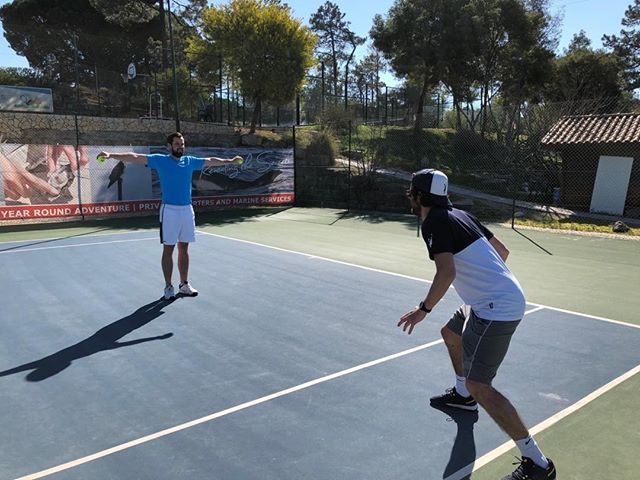 I'm a tree!!!James ready to catch those 'apples!' @jelstons @indgejack @jdubzw #courtfitontour3 #algarvetennisandfitnessclub #tennis #babolatplay #algarve