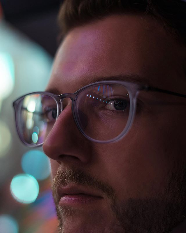 Close up vibes 👓 - 📸 @sonyalpha - #portraits_ig #pixel_ig #portraiture #expofilm3k #portrait_perfection #portraitstyles_gf #snowisblack #portraits_universe #featurepalette