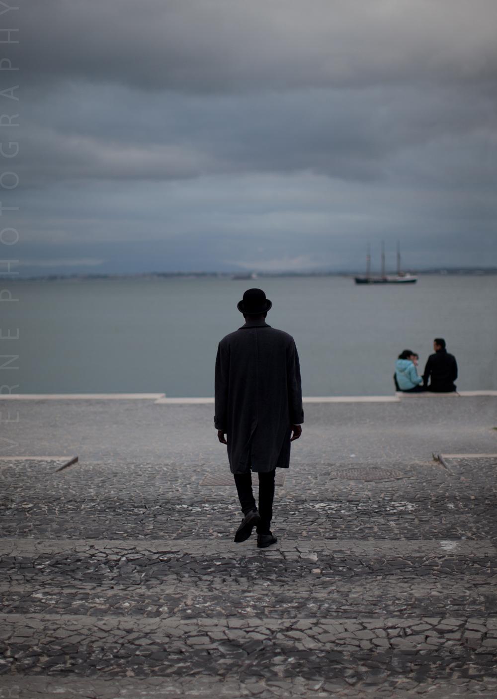 Lisbon (Rückenfigur)