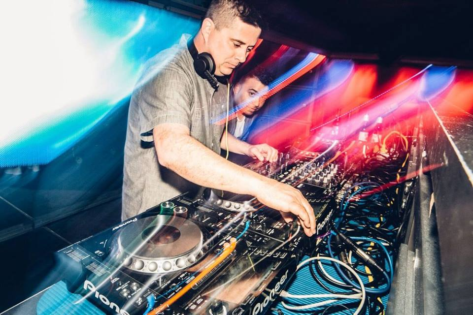 DJ WIXX - Resident DJ at The Metropolitan Night Club in New Orleans