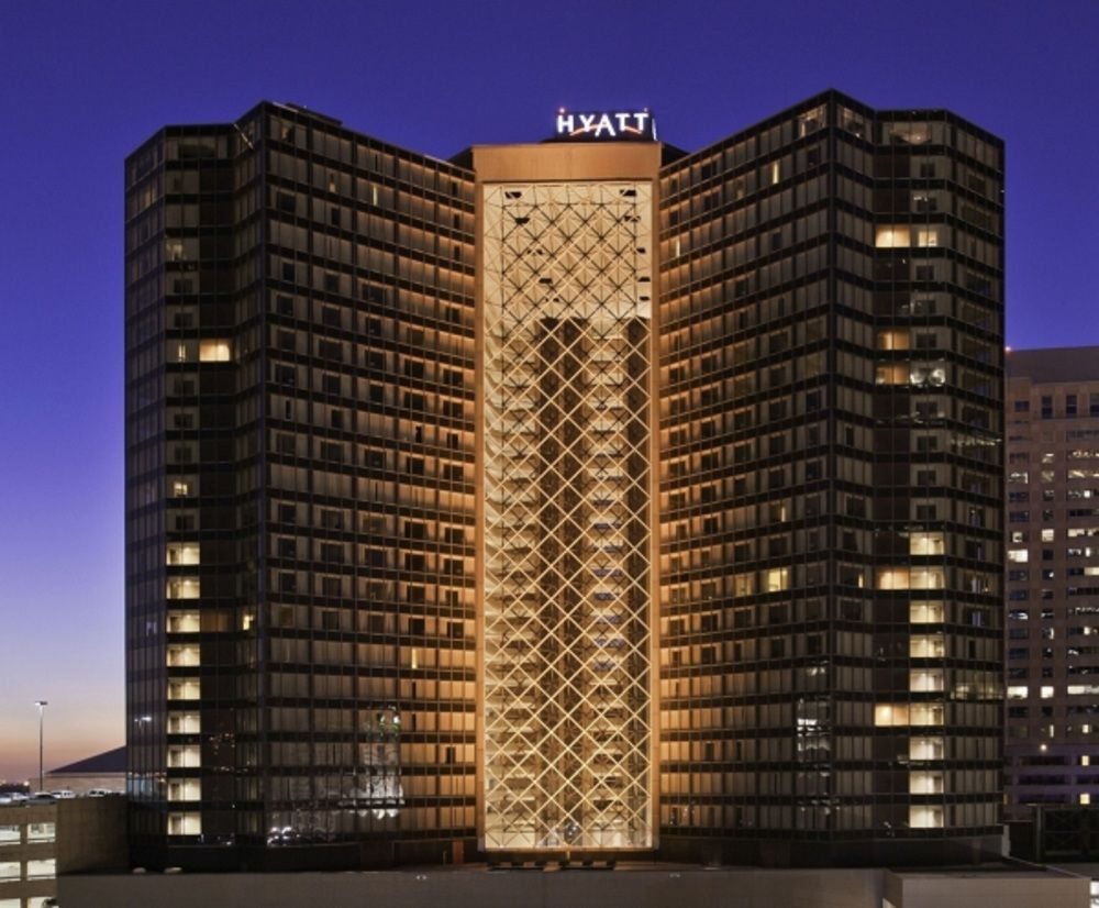 HYATT REGENCY - WEBSITE Located right next door to the Mercedes-Benz Superdome, Smoothie King Center and Champions Square, Hyatt Regency New Orleans offers easy access to the area's most popular attractions. Hop on the Loyola Avenue Streetcar, or take a walk to the historic French Quarter, Arts District, Audubon Aquarium of the Americas and the scenic Mississippi Riverfront.