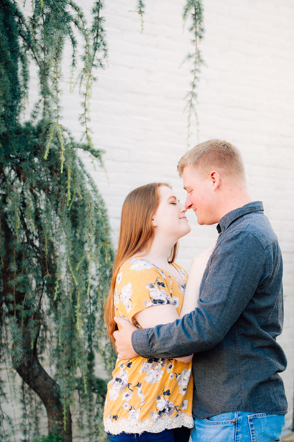 engagement_downtown_fredericksburg_virginiaweddingphotographer_youseephotography_ErinBrad (1).jpg