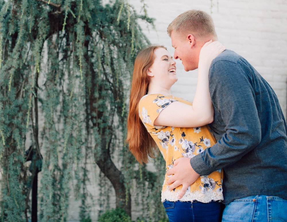 engagement_downtown_fredericksburg_virginiaweddingphotographer_youseephotography_ErinBrad (3).jpg