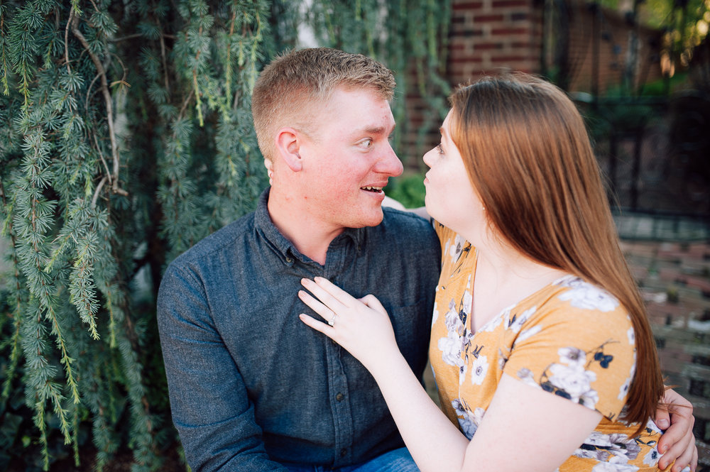 engagement_downtown_fredericksburg_virginiaweddingphotographer_youseephotography_ErinBrad (6).jpg
