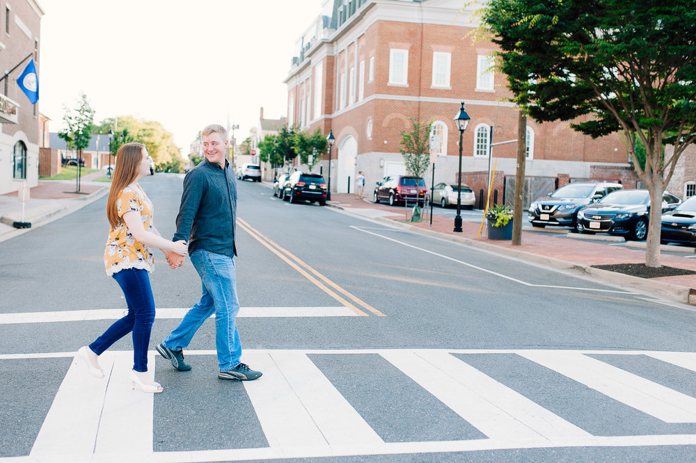 engagement_downtown_fredericksburg_virginiaweddingphotographer_youseephotography_ErinBrad (16).jpg