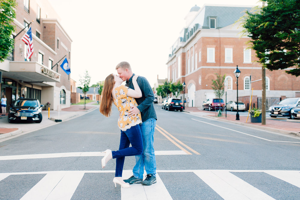 engagement_downtown_fredericksburg_virginiaweddingphotographer_youseephotography_ErinBrad (18).jpg