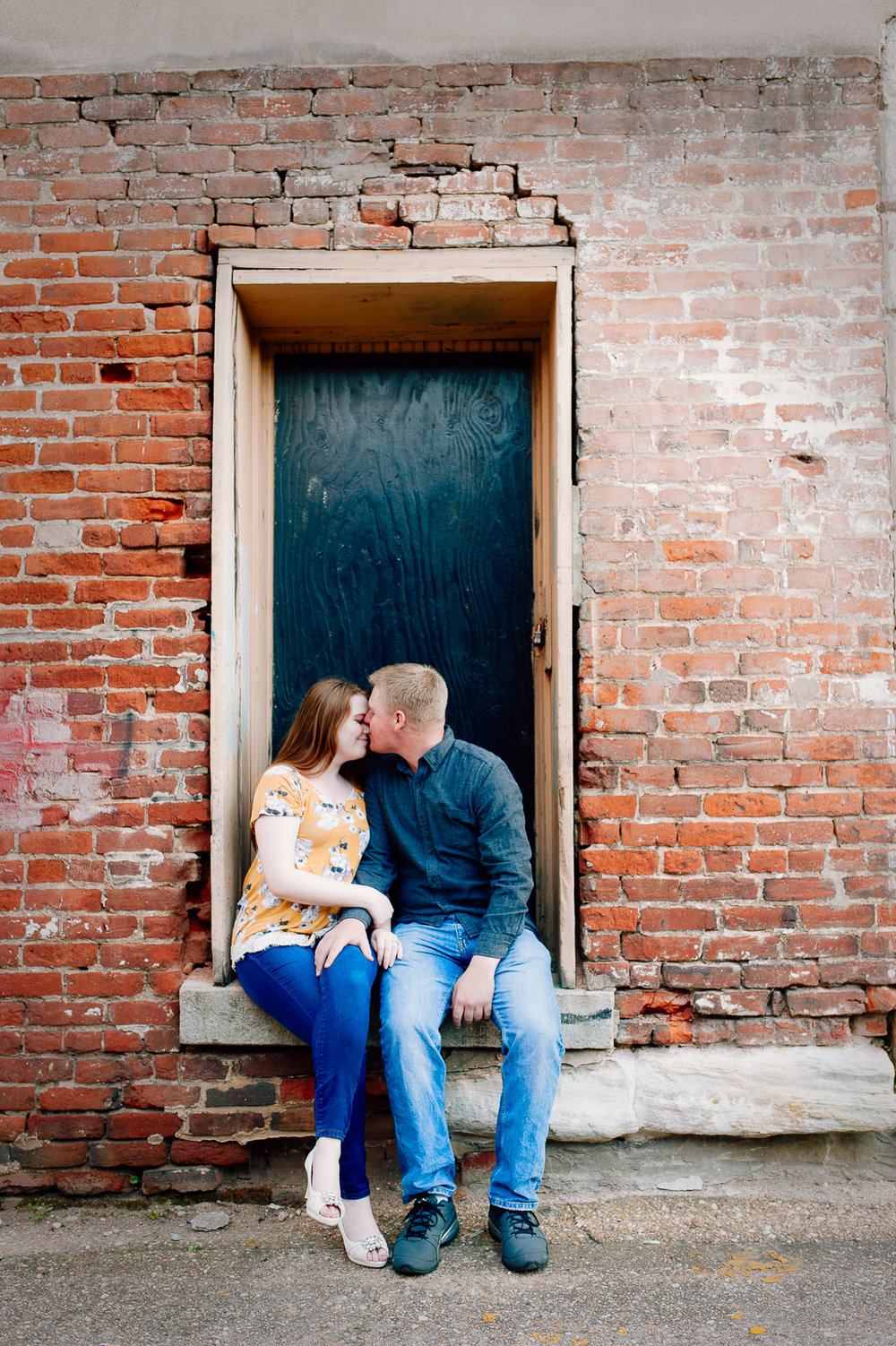 engagement_downtown_fredericksburg_virginiaweddingphotographer_youseephotography_ErinBrad (20).jpg