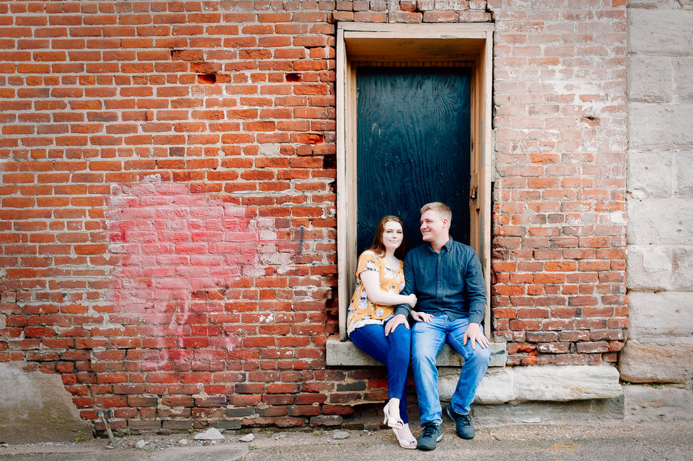engagement_downtown_fredericksburg_virginiaweddingphotographer_youseephotography_ErinBrad (21).jpg