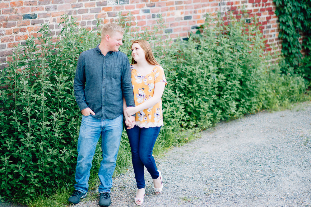 engagement_downtown_fredericksburg_virginiaweddingphotographer_youseephotography_ErinBrad (39).jpg