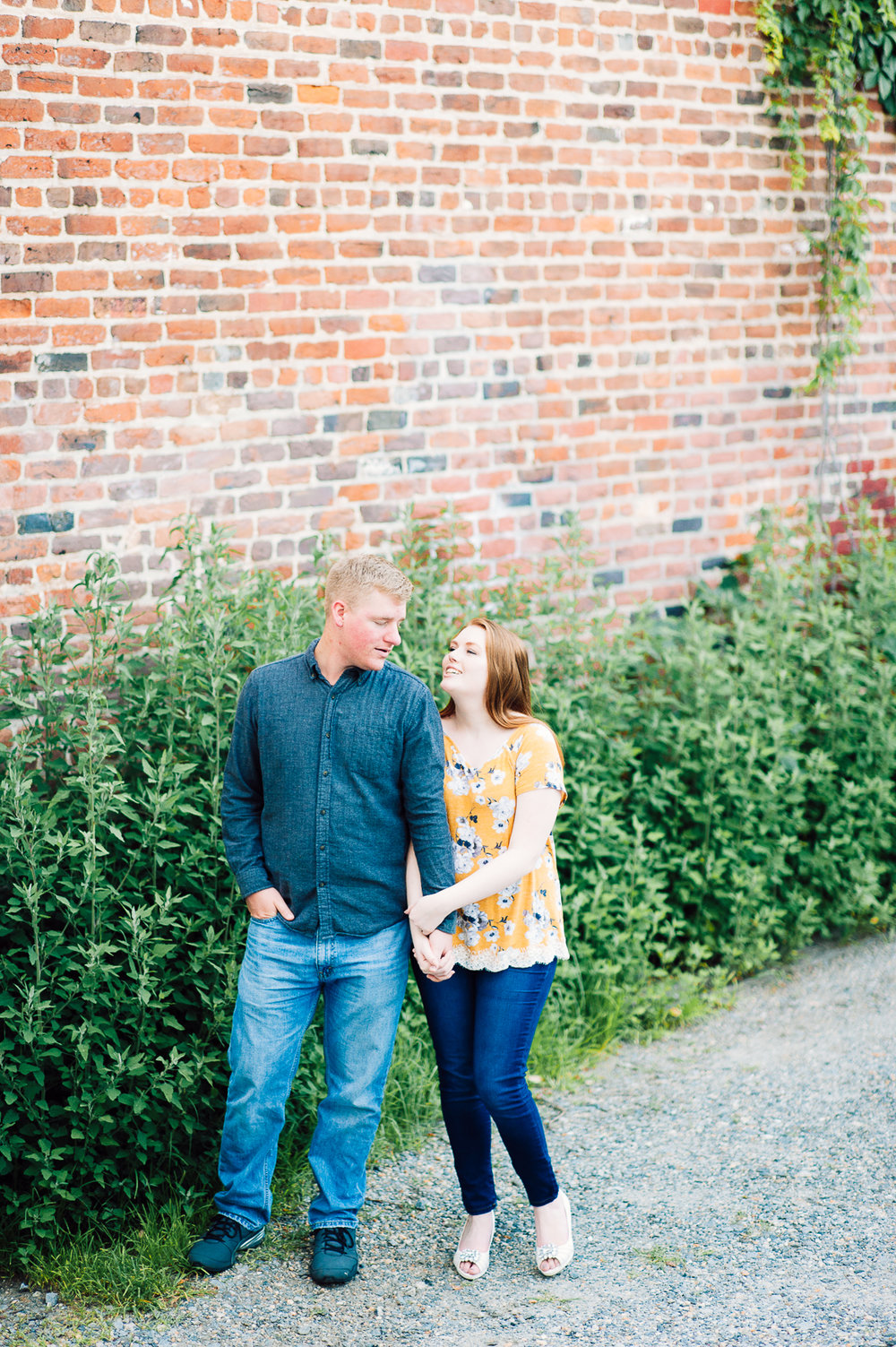 engagement_downtown_fredericksburg_virginiaweddingphotographer_youseephotography_ErinBrad (40).jpg
