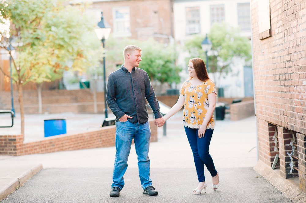 engagement_downtown_fredericksburg_virginiaweddingphotographer_youseephotography_ErinBrad (43).jpg