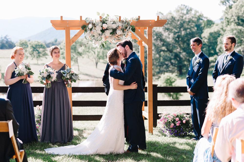 charlottesvillewedding_backyardwedding_virginia_youseephotography_CaitlinDerek (53).jpg